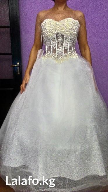 свадебные платья 50 р в Кыргызстан: Свадебное платье новое р. 48-50-52,с фатой, перчатки, подюбником
