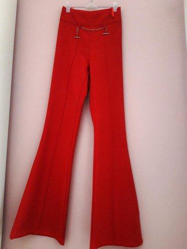 Elegantne crvene, duboke pantalone, prelepo stoje. Vrlo su male