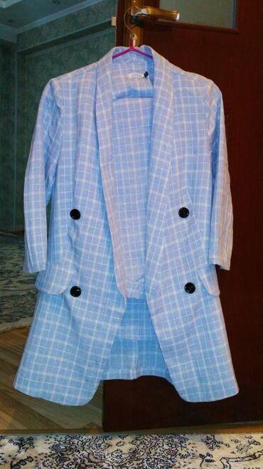 Брючный костюм ( двойка ) в приятном голубом цвете 42 размера