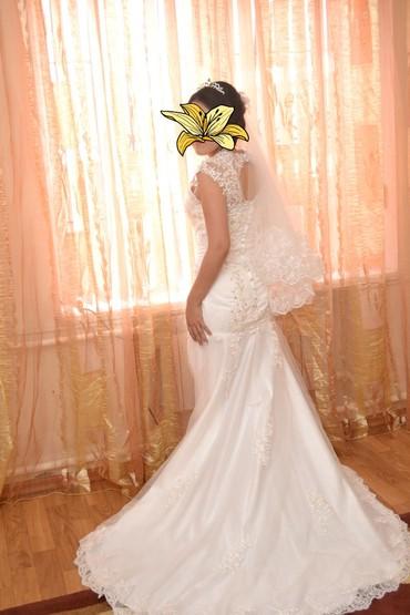 ленточки для подружек невесты в Кыргызстан: Продаю красивое свадебное платье. Реплика модели Веры Вонг. Размер