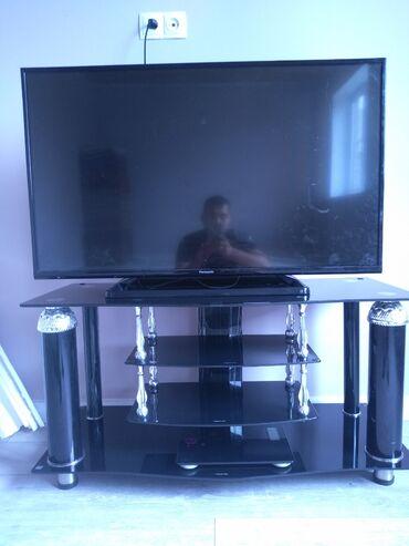 Продаю телевизор Panasonic 43 дюймов. Вместе с подставкой цена 17000