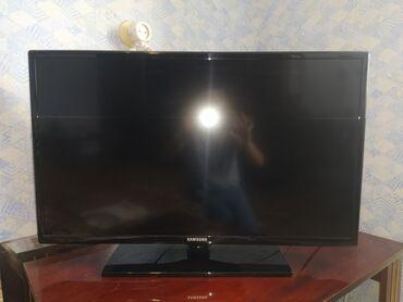 телевизор самсунг 54 см в Кыргызстан: Телевизор SAMSUNG UE32 EH4000W, Series 4, цифровой.Габариты:. 31.5 (80