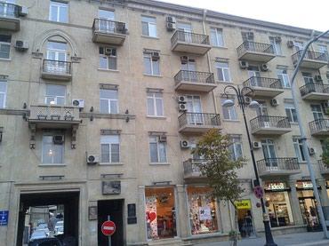 Bakı şəhərində Под брендовый магазин салон 1 этаж 5 ти