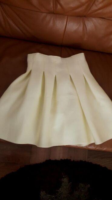 Veoma lepa nezno zuta suknja iz inostranstva obucena samo na jednoj