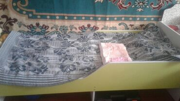 Детский кровать с выдвежными ящичками.почти новая