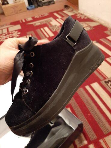 Срочно продаю бархатные шёлковые ткань ботинки как классические очень