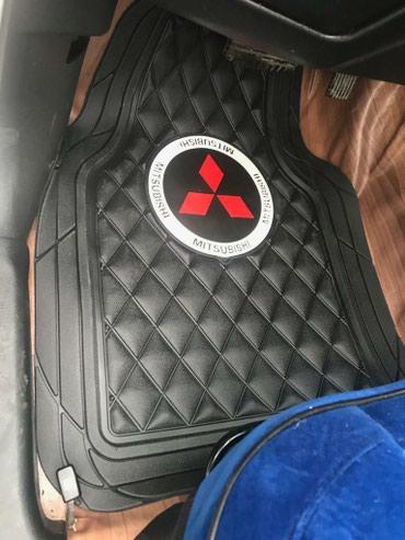 Bakı şəhərində Mitsubishi loqolu paxlava ayaqaltılar.
