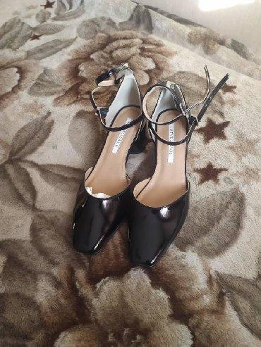 черные женские туфли в Кыргызстан: Продаю туфли ( новые ) Турция живое фото 38 размер, вотсапп