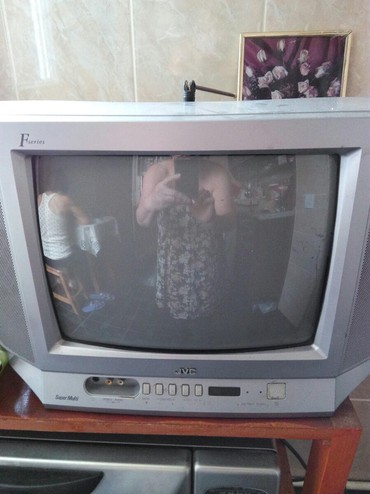 приставка смарт тв для телевизора в Азербайджан: Телевизор для кухни почти новый мало использованный Подключается к