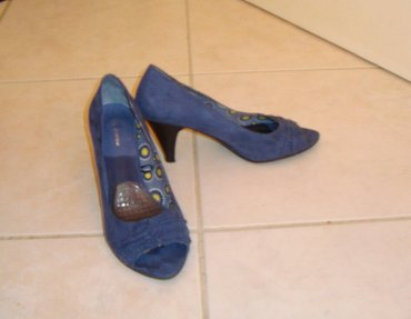 Peep toe  (10€ / ζευγάρι)  Μπλε : νο38 Μπεζ : νο37  (κωδ. 122) σε Kamatero