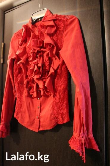 женская рубашка размер м в Кыргызстан: Блузка женская, в хорошем состоянии, Турция, покупала в Стамбуле за