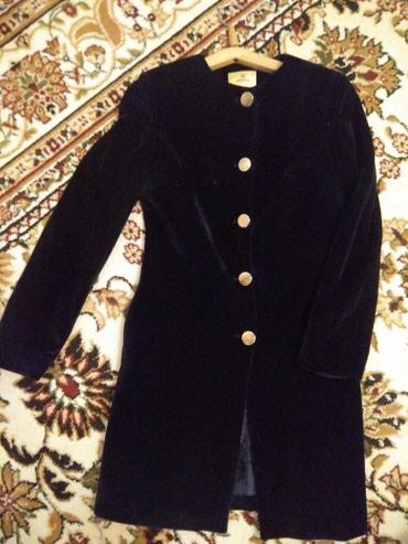 синий пиджак женский в Кыргызстан: Бархатный пиджак удлиненный, темно синего цвета, состояние отличное