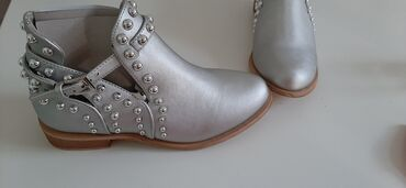 Atraktivne marame - Srbija: Zenske cipele  NOVE BR. 37 Srebrne, poluduboke i atraktivne