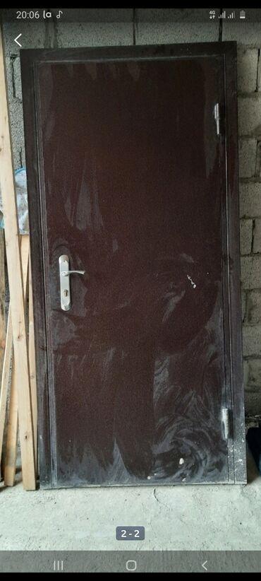 Металлическая дверь в очень хорошем состоянии горячая краска