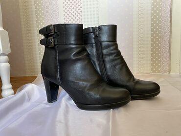 Postavljene crne čizme od kože br.38Korišćene ali u odličnom stanju