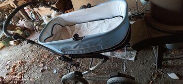 Продаю детскую коляскуесть зимний чехол,все снимается стирается