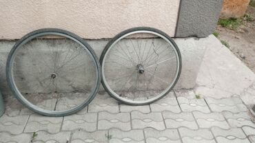 Велоаксессуары - Бишкек: Диски для велосипеда с покрышкой и камерой (передний и