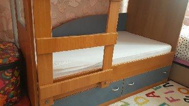 двухъярусные кровати бу в Кыргызстан: Двухъярусная детская кровать 150 см на 80 см с матрасами и двумя