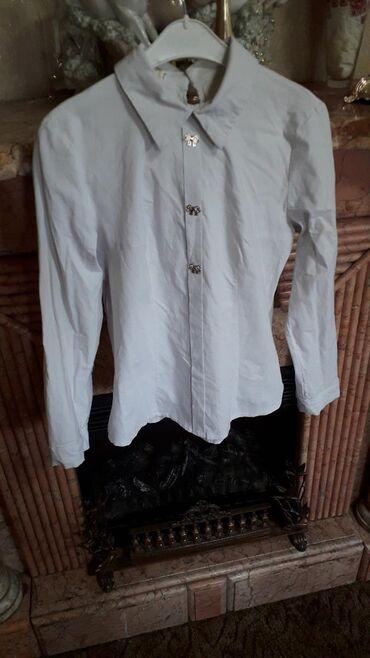 Красивейшая рубашечка с оригинальным оформлением спины, остояние