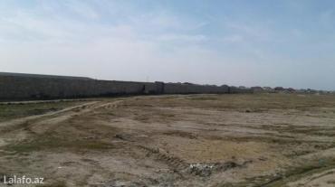 Bakı şəhərində Torpaq mərdakan yolunun üstündə az petrol zapravkasının