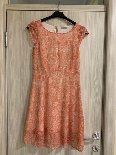 Orsay haljina prelepih boja sa postavom, strukirana u velicini 34