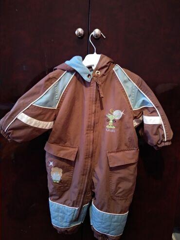 вешалка для верхней одежды в Азербайджан: Комбинезон ( 6-9 месяцев) и жилетка (6-12 месяцев). Обе теплые. В