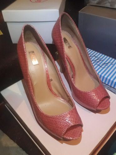 Predivne Stradivarius cipele. Broj 39. Obuvene par puta. Koralna boja. - Mladenovac