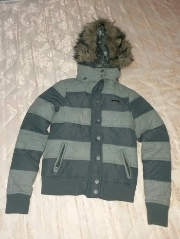 Siva jakna - xs velicina, u odlicnom stanju par puta nosena  - Kraljevo