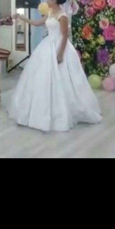 Личные вещи - Бактуу-Долоноту: Продаю красивое свадебное платье с длинным шлейфом. Дизайнер