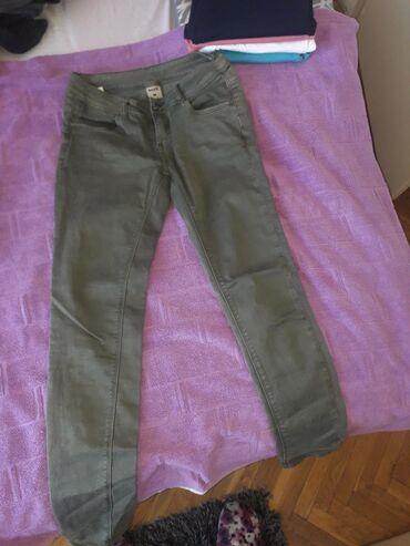 Pantalone maslinasto zelene kao nove M velicina