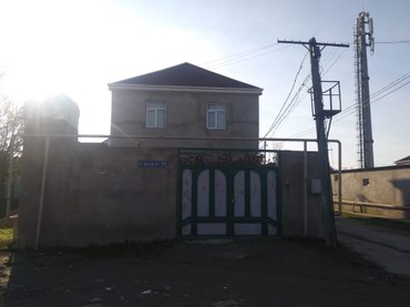 Bakı şəhərində Yeni suraxanida narwuruta 50 metr mesafede iki mertebeli ev satilir
