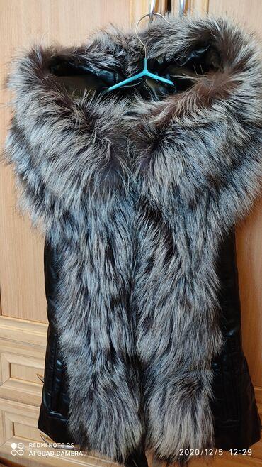 iphone xs max купить бу в Кыргызстан: Продам кожаную жилетку с натуральным мехом чернобурки. Размер (xs-s)