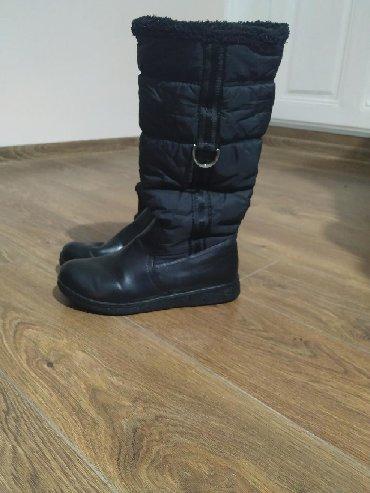 Ženska obuća | Plandište: Crne čizme, nisu mnogo nošene. Broj 38, mada odgovaraju i broju 37