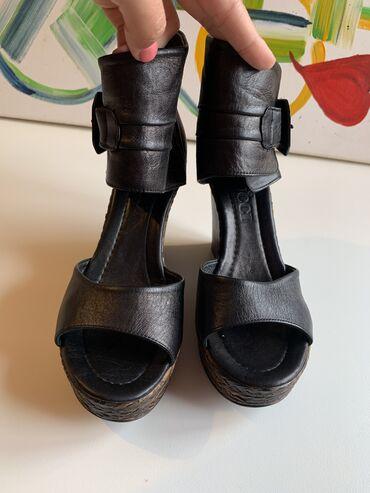 Ženska obuća   Kursumlija: GUCCI nove kožne sandale, 38 broj