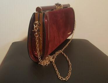 Bordo torbica - Srbija: Nova torbica, prelepe bordo boje ( lepše uzivo ).  Jako kvalitetna