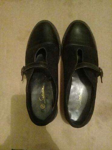 shoes в Кыргызстан: Кожанные туфли б/у Босоножки 37 размер Босоножки черные 35 размер