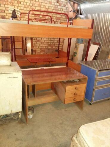 Продается стол письменный советский 1500 сом состояние отличное