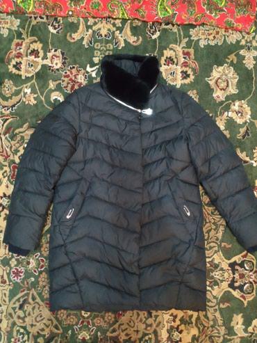 Качественная куртка, имеется капюшон. в Бишкек