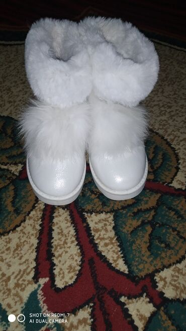 Ботиночки зимние в новом состояние 35 размер недорого