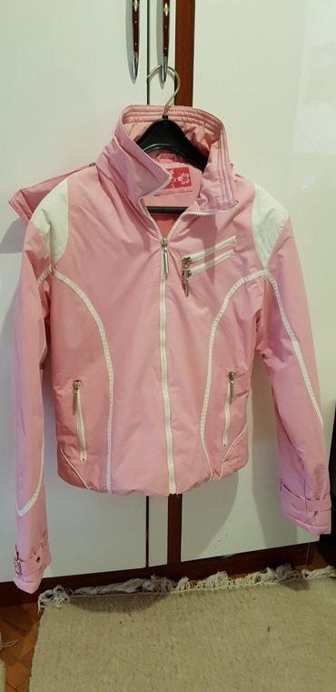 Zenska jaknica sa kapuljacom, malo punjena, kao nova! Bez ostecenja! - Belgrade