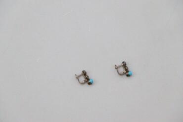 Жіночі сережки з блакитним камінчиком     Стан гарний, є потемніння ме