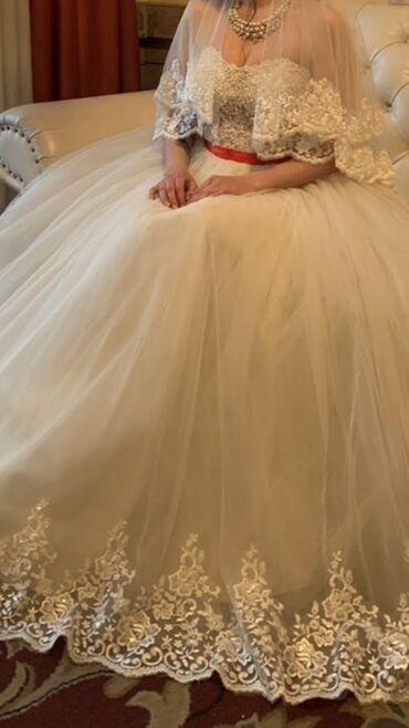 Женская одежда - Кызыл-Туу: Продаю платье свадебное сшитое на заказ. Все детали выполнены в