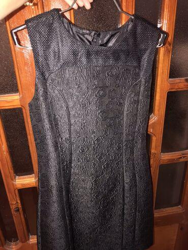 - Azərbaycan: Qadin paltarlari. Magaza baglandigi ucun ucuz qiymetden satilir