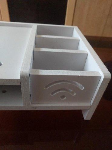 Beli stalak za monitor 50 cm dugačak 20 cm širok i 10 cm visok. Nov