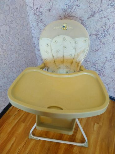 hodunki-katalku-chicco-2-v-1 в Кыргызстан: Продаю стульчик для кормления фирмы Garden bears. Складывается
