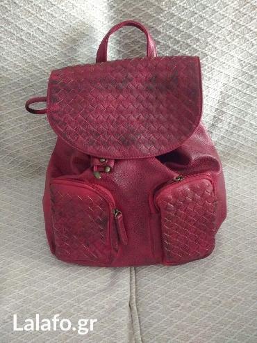 Τσάντα πλάτης μεσαίου μεγέθους με πολλές θήκες (2εξωτερικα και 4