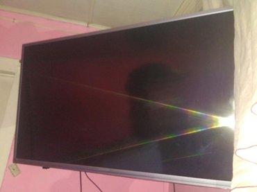 телевизор новый  модель skyworth smart tv hd срочно продаю состояние о в Бишкек