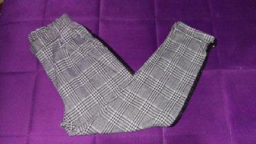 Karirana kosuljica - Srbija: Karirane pantalone sa dosta elastina, velicina M
