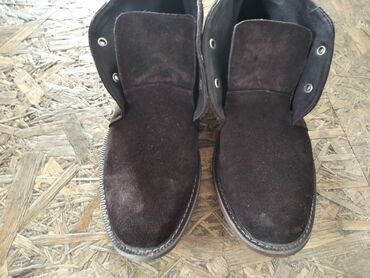 Замша ботинок пару раз обувал качество отличное 42 размер