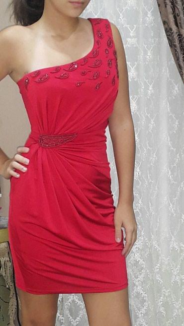 Bakı şəhərində Продается вечернее платье красного и черного цвета. размер 36